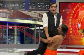 Trending video: Ramdev Baba lifts Arnab Goswami