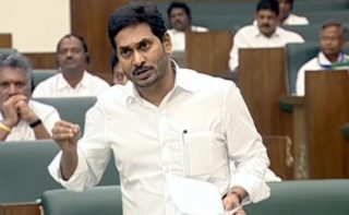 Hats off to KCR, says Andhra CM on encounter