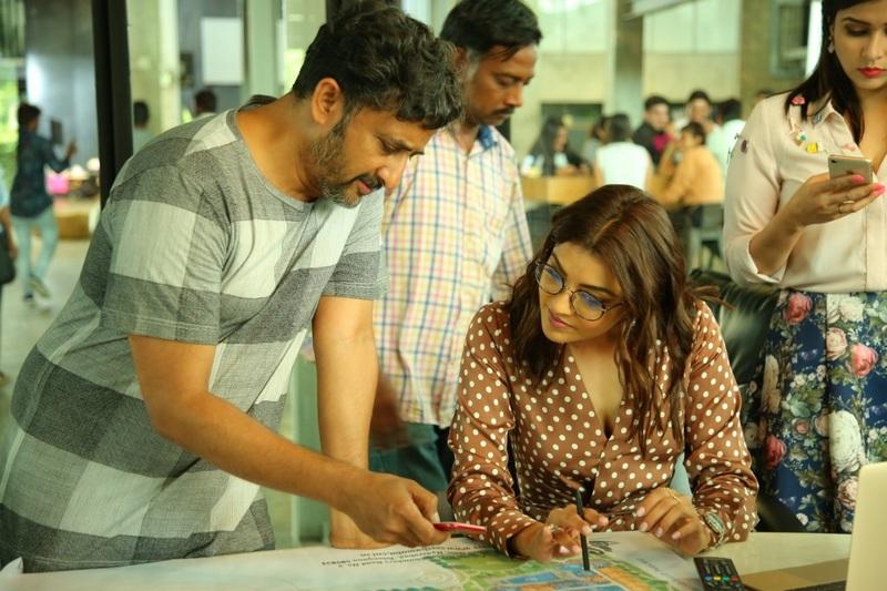 Director Yet To Give Up 'Kajal Agarwal' Hang Over