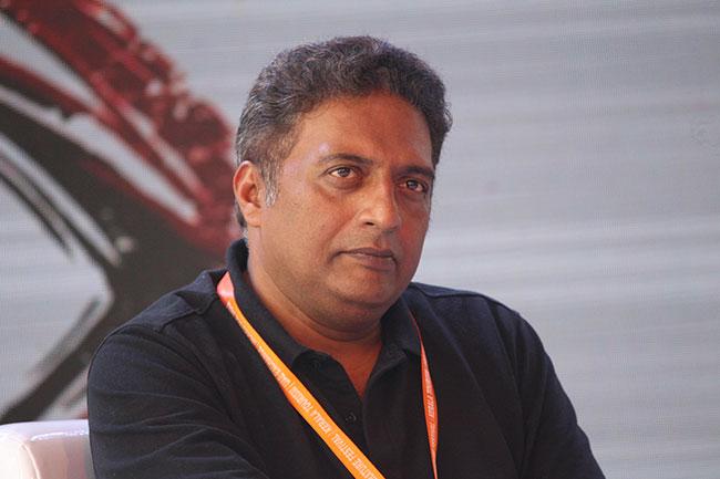 Prakash Raj Fills Stomachs Of Needy!