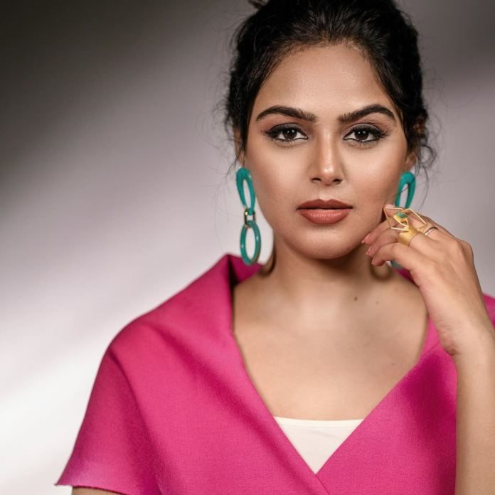 Monal gets emotional on sets of Alludu Adhurs and starts crying