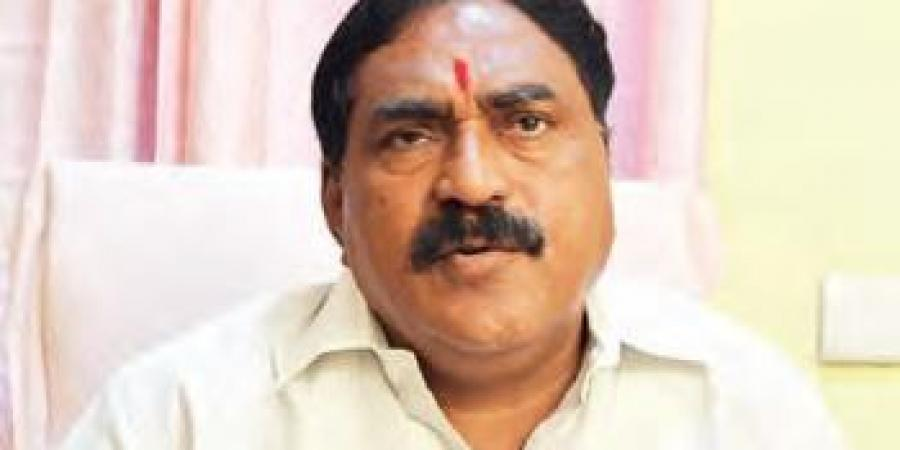 ABVP activists try to obstruct convoy of Telangana Minister