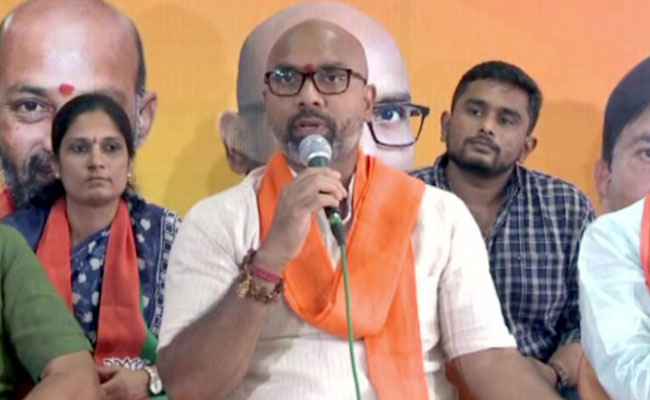 Why Aravind Is Common Enemy For Both TRS, Congress?