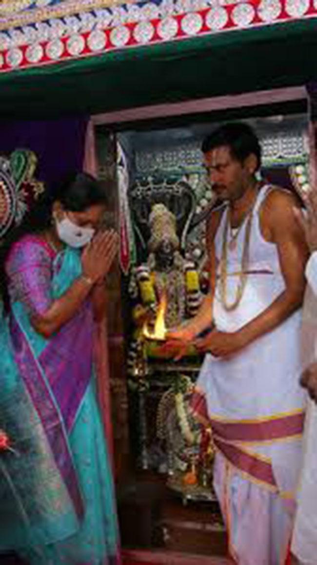 Why Did Kavitha Visit Bhagyalakshmi Temple?