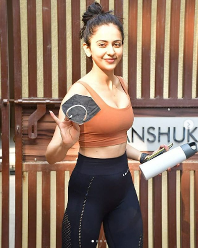 Photostory: Ravishing Rakul Looking Her Fittest In Gym Outfit!