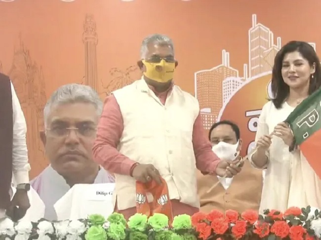 Popular Bengali actress Payel Sarkar wears saffron shawl