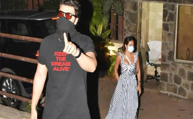 Arjun Angry At Photographer For Climbing Heroine's Wall!