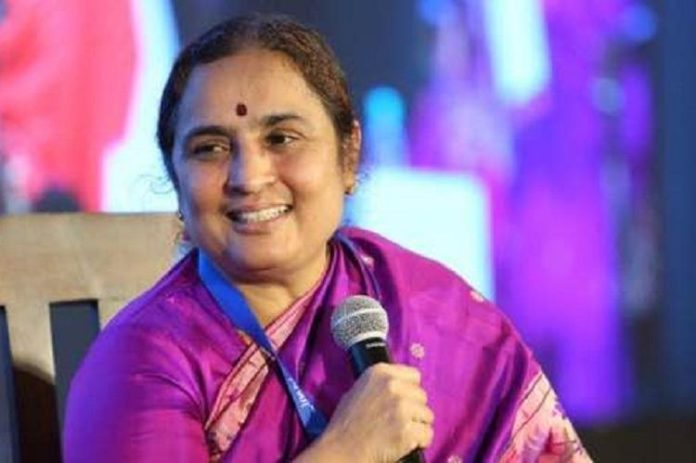 Ratnaprabha gave clarity on her praisings on Jagan !!