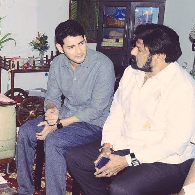 Viral Pic: Balayya & Mahesh Babu Having A Candid Chat!