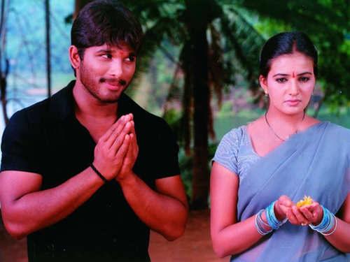 'Feel My Love'- Allu Arjun celebrates 17 years of Arya