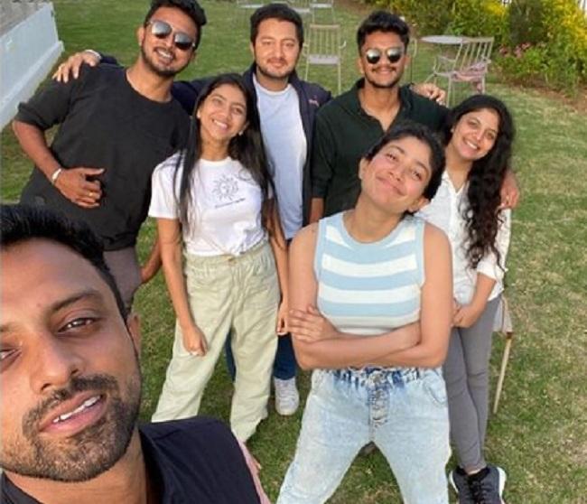 Meet Goofy Sai Pallavi Posing Along With Her Squad!