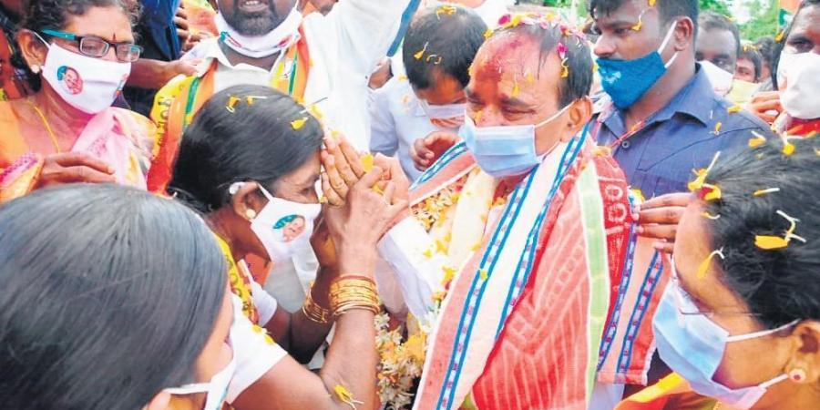 Karimnagar TRS minister hatched rise further plan to murder me, says BJP leader Eatala Rajender