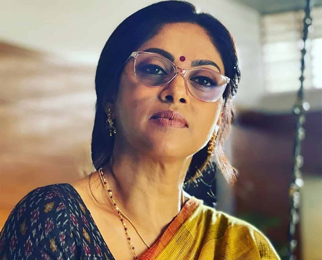 Senior Actress Nadhiya Looks Dignified In New Look For #RAPO19!