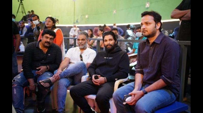 Allu Arjun surprises ghani filmmakers